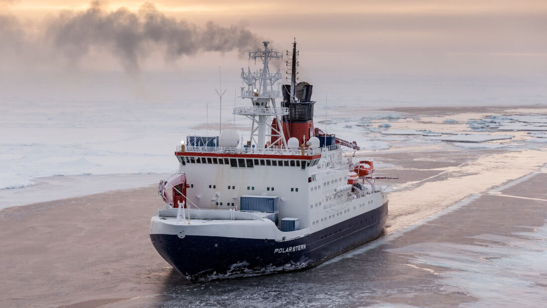 das-deutsche-forschungsschiff-polarstern-in-der-zentralen-arktis